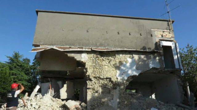 Crolla muro diroccato a Corpolò, grave pensionato