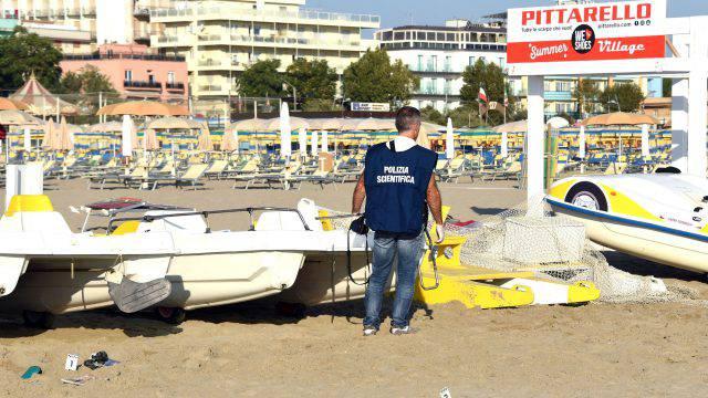 Branco scatenato a Rimini violenta una turista e una trans