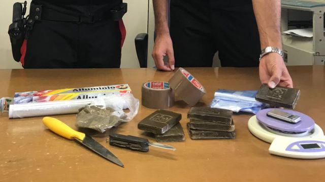 In casa 600 grammi di hashish, arrestati due fratelli