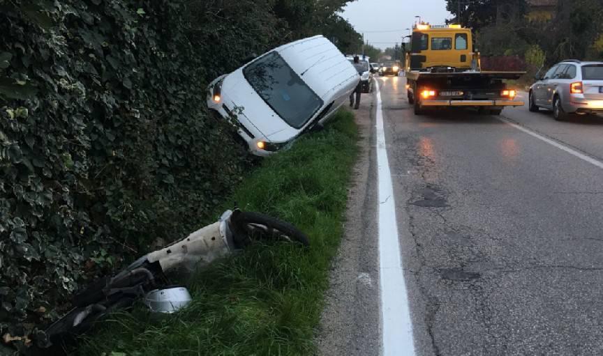 Incidente tra scooter e furgone in via Coriano