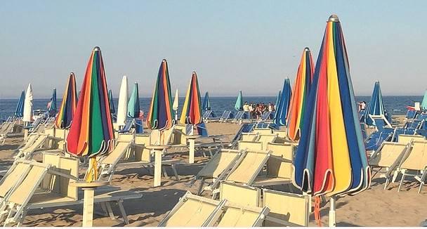 Sondaggio Info Alberghi: Della Riviera piaccioni i servizi, meno il mare