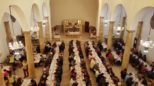 """""""Non amiamo i poveri solo a parole"""": L'omelia del vescovo Lambiasi."""
