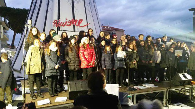 Caserta, a via Mazzini l'albero di Natale con i desideri dei cittadini