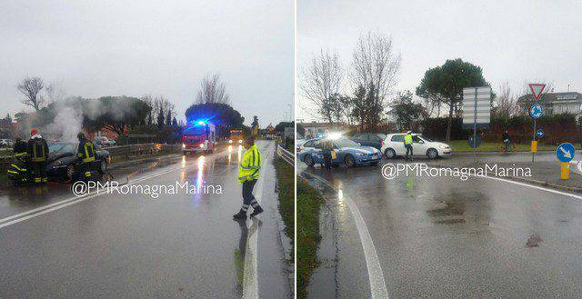 Auto si incendia sull'Adriatica a Riccione