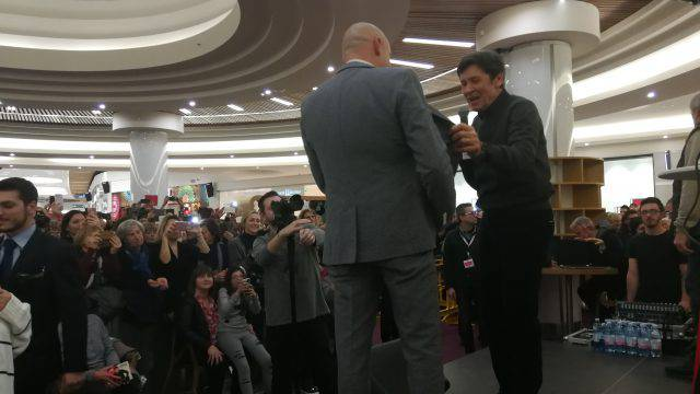 Al Romagna Shopping Valley bagno di folla per Gianni Morandi
