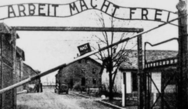In officina lo slogan dei campi di concentramento. La condanna dell'Amministrazione Comunale