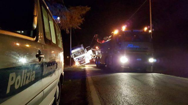 Camion fuori strada, chiusa Rio Salto. Sanzionato il conducente
