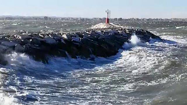 Vento e mare agitato oggi nel riminese