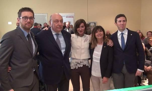 foto di gruppo dei candidati con la Bernini