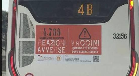 Messaggio danni da vaccino sui bus: replica e precisazioni dei promotori