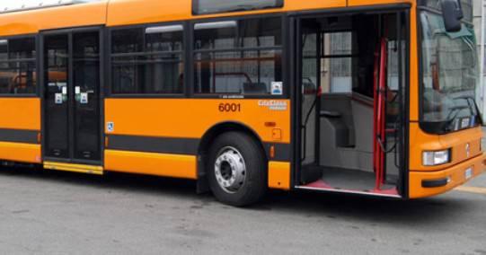 Rischi da vaccino pubblicizzati su bus. Cartello rimosso, Start Romagna: un errore
