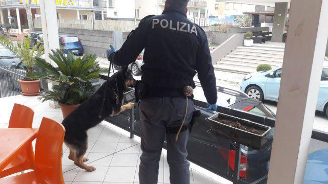Controlli della Polizia nei Residence: un arresto e due denunce