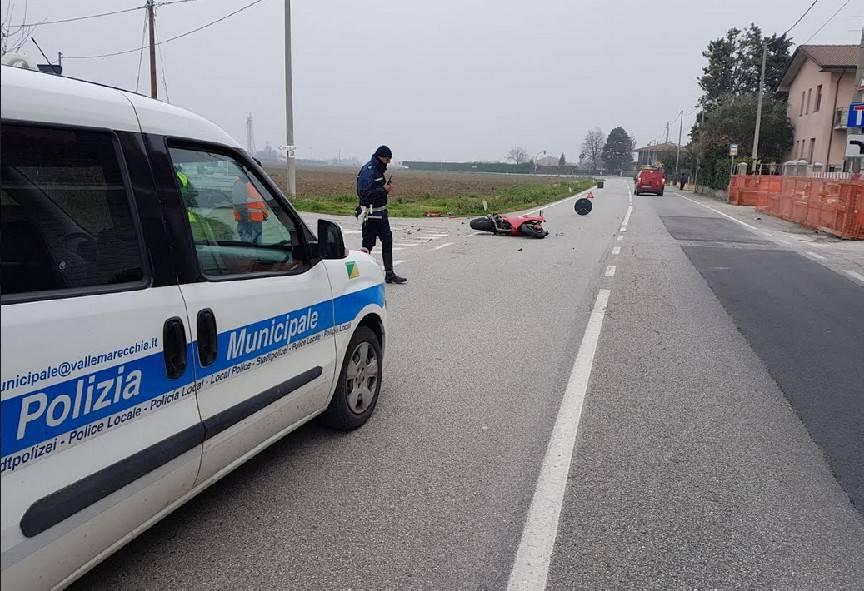 Moto tampona furgone a Santarcangelo, ferito 30enne