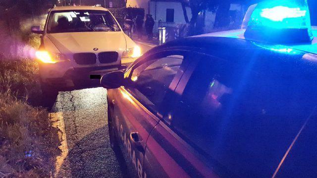 Folle fuga in autostrada su auto rubata