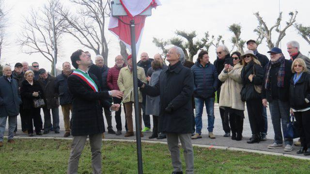 Una rotatoria per Gianni Fabbri, inaugurata la targa