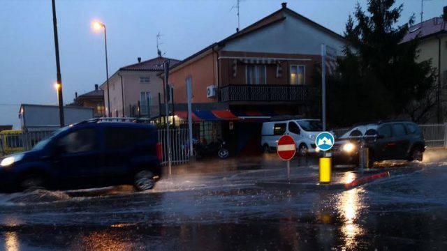 Pioggia, 150 mm senza tregua. Chiuse vie Orsoleto e Casalecchio