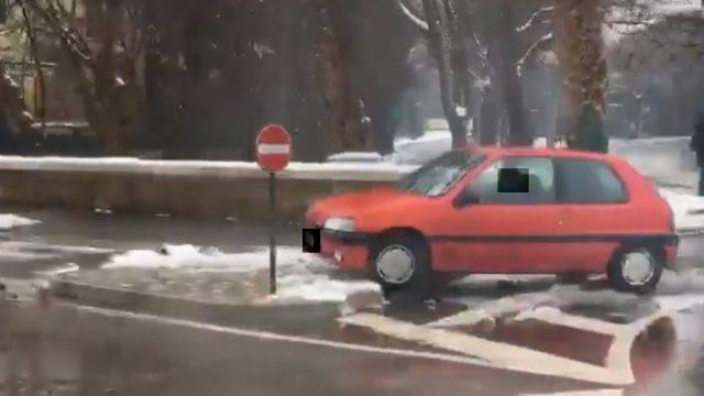 Anziano conducente contromano in via XX Settembre