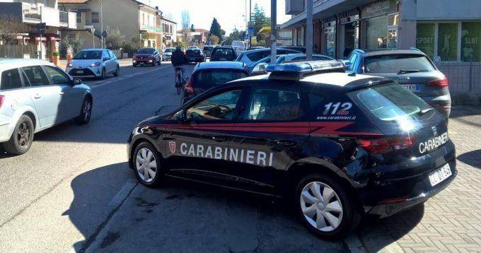 Aggredisce i Carabinieri di Viserba per riprendersi la documentazione dopo un controllo, arrestato 29enne nigeriano.