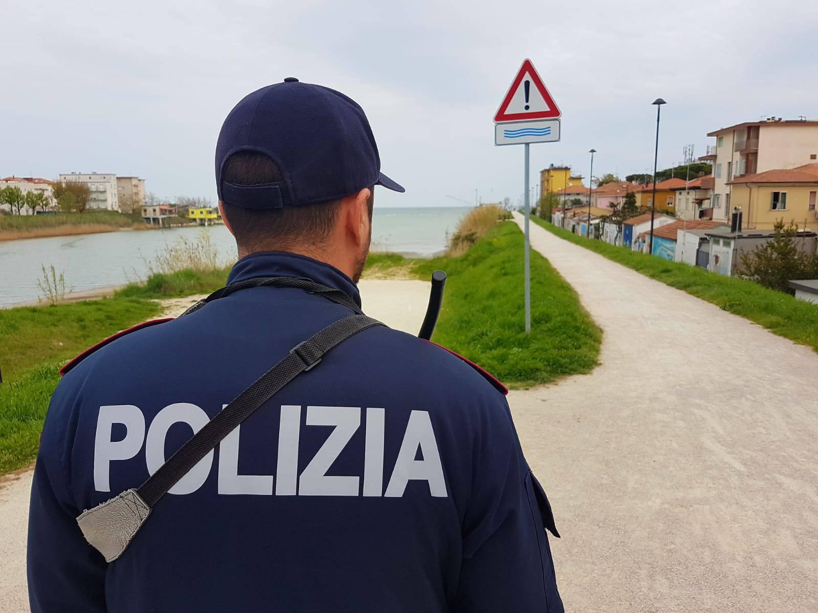 Cadavere in via Coletti. La polizia indaga per omicidio