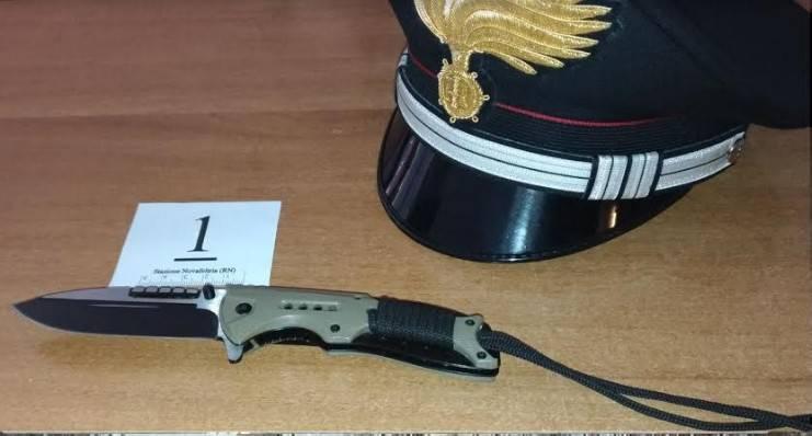 15enne picchia coetanei poi dà in escandescenze alla caserma dei Carabinieri