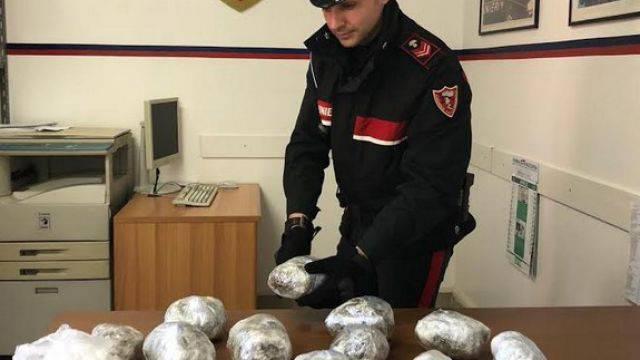 Ventenne arrestato dai Carabinieri con un chilo di marijuana