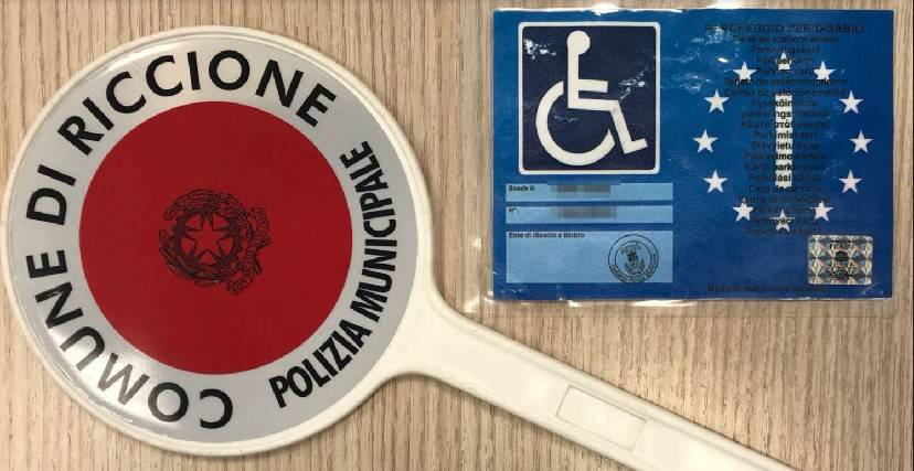 La Municipale di Riccione scopre pass disabili fotocopiato