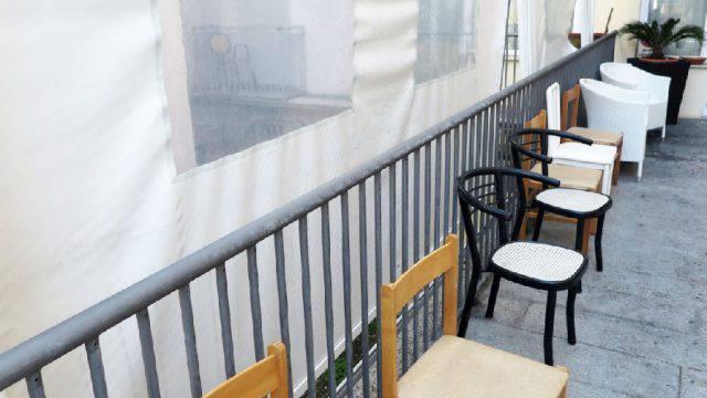 Studente cade dal terzo piano di un hotel, è fuori pericolo