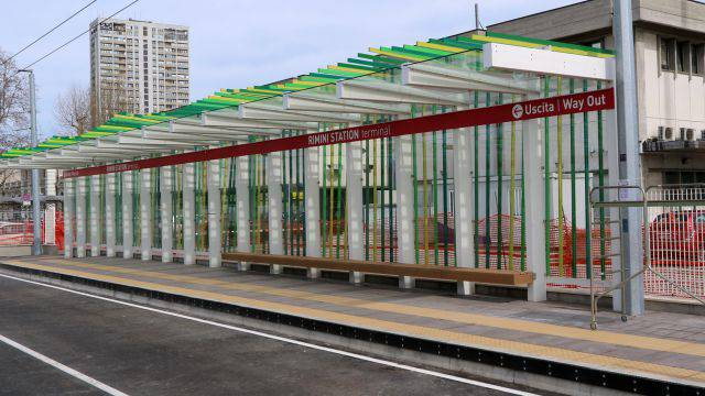 Per le stazioni del TRC tinte verde, blu e sabbia