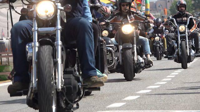 Reunion Rimini, la parata a due e quattro ruote (video)