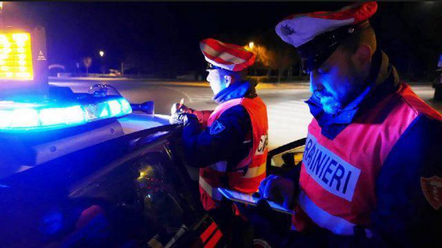 Ubriaco in bici reagisce ai Carabinieri, arrestato