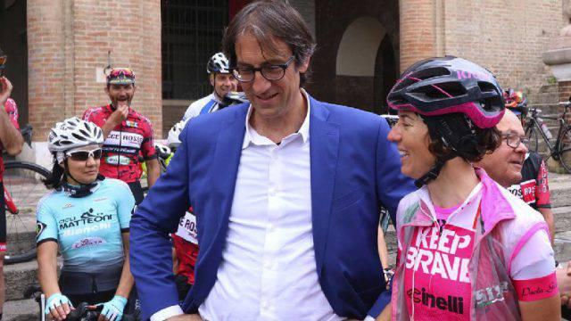 Paola Gianotti, ciclista da guinness, con i genitori di Pantani per la sicurezza in strada