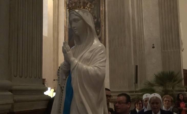 La statua della Madonna di Lourdes ospitata dalla Diocesi di Rimini