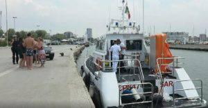 Capitaneria soccorre sette persone in difficoltà per le correnti al largo