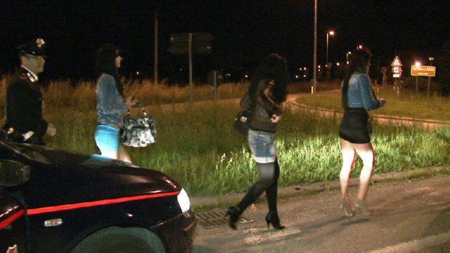 Prostituzione. Carabinieri identificano 32 persone, un arresto per furto