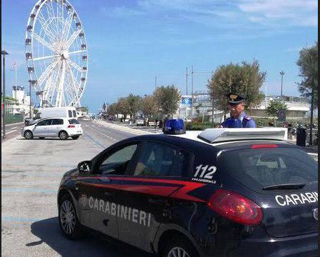 I Carabinieri fermano due predoni di spiaggia e uno spacciatore