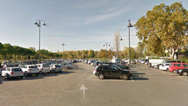 Ruba da auto poi minaccia proprietaria e Carabinieri. Arrestato