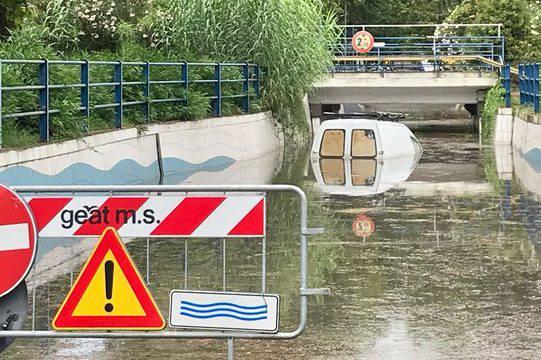 Pioggia battente: sottopassi allagati e alberi caduti in zona mare