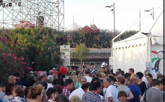 Anche Albano e Romina cancellano il concerto. Il pubblico protesta, fine del Beat Village