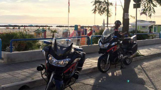 Molesta i passanti e aggredisce i Carabinieri, arrestato 35enne ubriaco