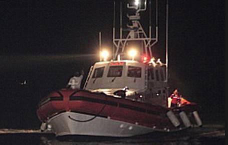 Pescatone disperso in acqua nella notte. Soccorso dalla Guardia Costiera