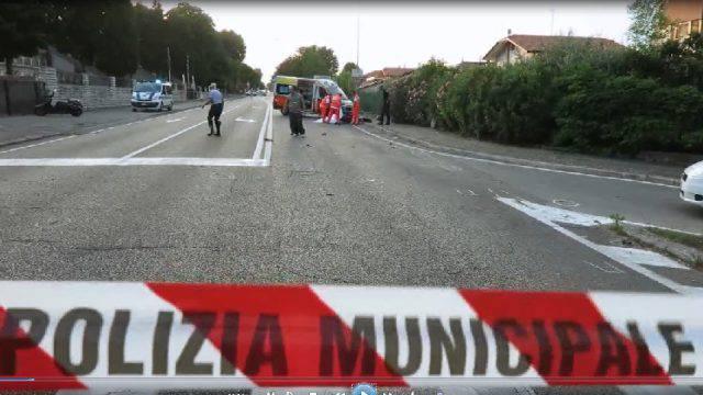 Tragico scontro tra moto e bici sull'Adriatica. Due vittime e un ferito