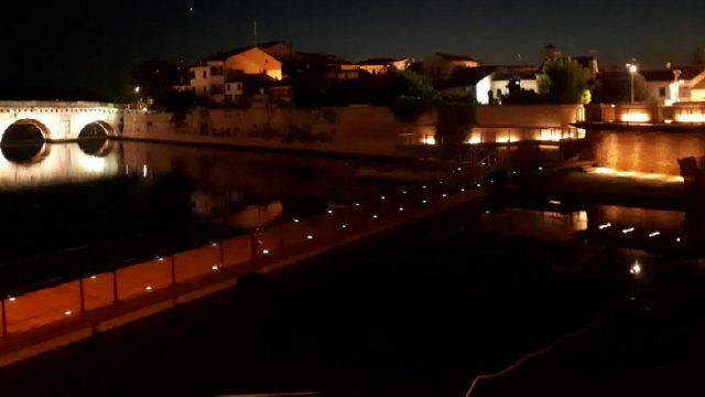 Passerella galleggiante sul Tiberio, prove di illuminazione