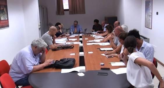 Microaree, nuove schermaglie in Commissione