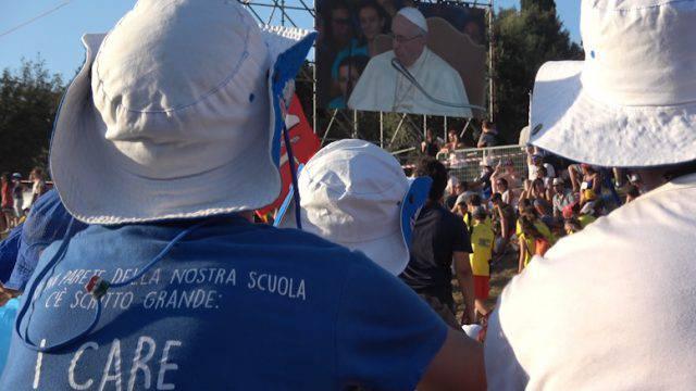 Un pellegrinaggio a piedi per incontrare il papa, la voce dei giovani riminesi
