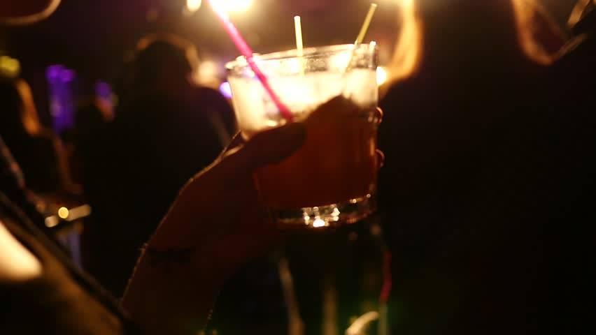 Alcol a minori, chiusure anche per Villa delle Rose e Paco Beach