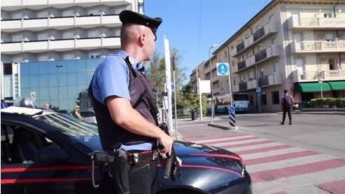 Litiga con la fidanzata e aggredisce carabinieri. Arrestato 22enne