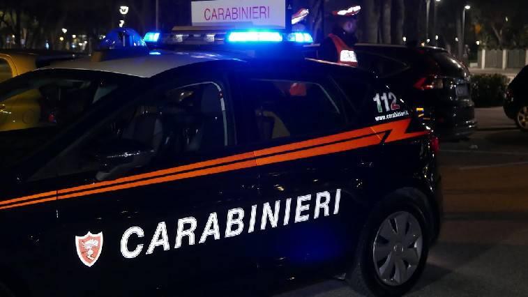 Aggredisce i familiari e i Carabinieri. Arrestato 49enne
