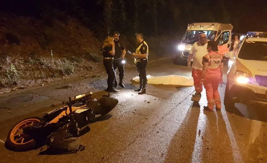 Cade in scooter, ragazzo muore alla Grottarossa
