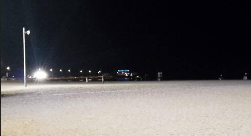 Dodici nuovi corpi illuminanti sulle spiagge libere di Rimini
