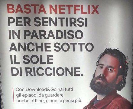 """Netflix si promuove """"sotto il sole di Riccione"""""""